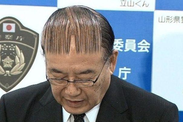 Ένας άντρας με barcode μαλλί.