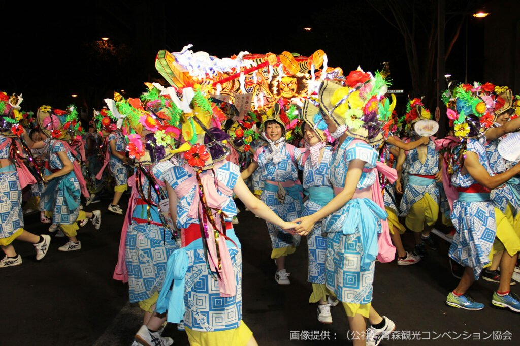 Χορευτές στο φεστιβάλ.